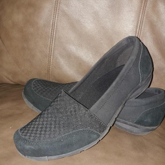 Leather black checkered slip on skechers euc